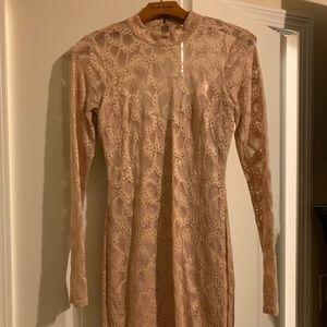 Mini long sleeve BeBe dress. Light pink color